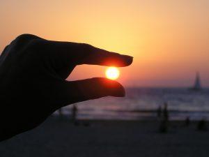 sun-in-the-hand-615285_960_720